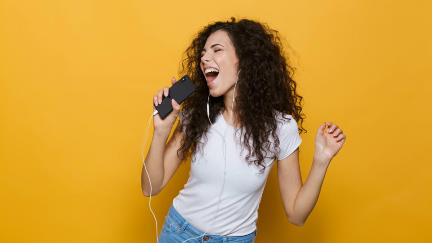 8 Tips Agar Suara Bagus Saat Bernyanyi