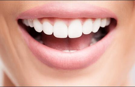 Cara Menyanyi Anti Fals dengan Coba Buka Mulut Lebih Besar