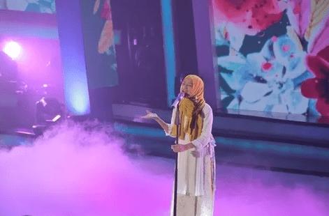 Cara Menyanyi Anti Fals dengan Perhatikan Gerakan Kepala Saat Menyanyi Nada Tinggi